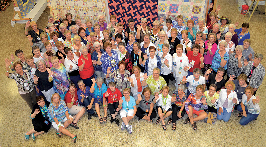 2016 Quilting Bee Quilt Show Group Waving